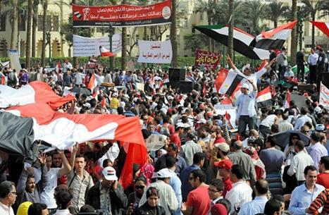 بلومبيرغ: الربيع العربي أثبت ضعف الأنظمة الاستبدادية وخوفها