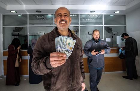 موقع عبري: بنوك السلطة تؤخر دخول المنحة القطرية إلى غزة