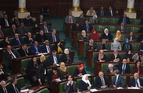 الاتحاد الأوروبي يحث سعيّد على إعادة فتح البرلمان التونسي
