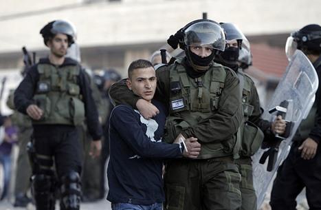 اعتقالات واسعة واعتدءات للمستوطنين بالضفة والقدس (شاهد)