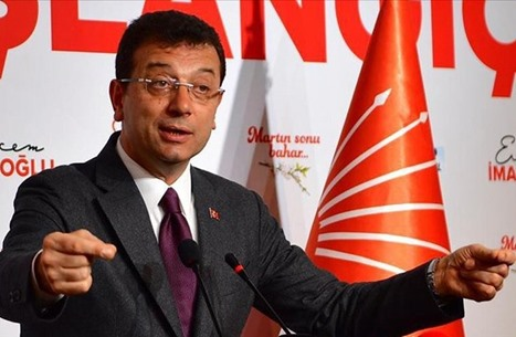 نشطاء يشبهون طبيبا قام بتلقيح أردوغان بإمام أوغلو.. والأخير يعلق