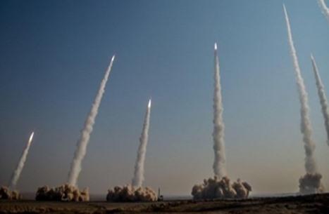 إيران تختبر صواريخ باليستية بنظام إطلاق جديد (فيديو)