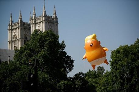 """متحف لندن يقرر عرض بالون """"الطفل ترامب"""" بعد شرائه"""