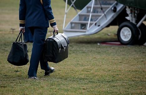 مواقع أمريكية: هل يتمسك ترامب بالحقيبة النووية رغم خسارته؟