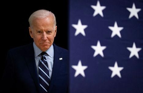 الرئيس الأمريكي يصل قاعدة جوية في طريقه للتنصيب (فيديو)