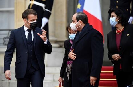 """دعوى قضائية في فرنسا لسحب """"وسام الشرف"""" من السيسي"""