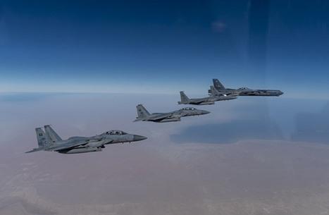 قاذفة أمريكية بأجواء الشرق الأوسط مجددا.. توتر مستمر (صور)