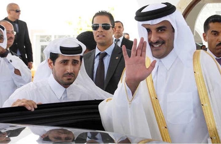 تلميحات ساخنة من أمير قطر يفر منها السيسي بالانسحاب (شاهد)