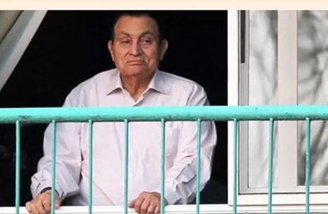 """جون أفريك: حسني مبارك """"البريء"""" ذو الأيدي الملوثة بالدماء"""