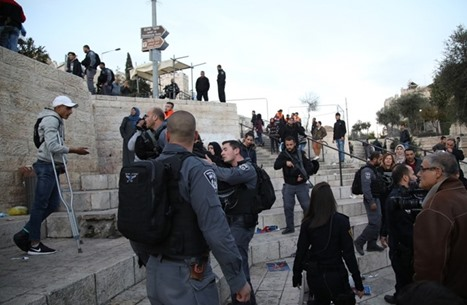 مواجهات مع الاحتلال في باب العامود بالقدس المحتلة (شاهد)