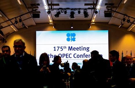 """هل استعادت سوق النفط توازنها.. وما مصير اتفاق """"أوبك+""""؟"""