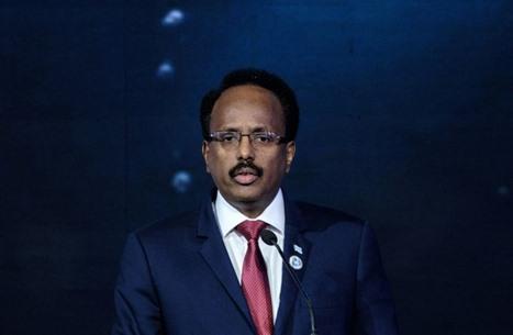 الرئيس الصومالي يمدد ولايته لسنتين.. وتحذير أمريكي