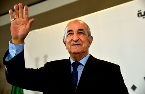 """رئيس الجزائر يقيل مسؤولين بسبب فساد في """"مناطق الظل"""""""