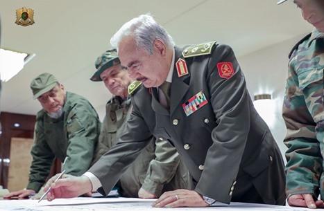 كيف ستتعامل السلطة الليبية الجديدة مع قوات حفتر؟