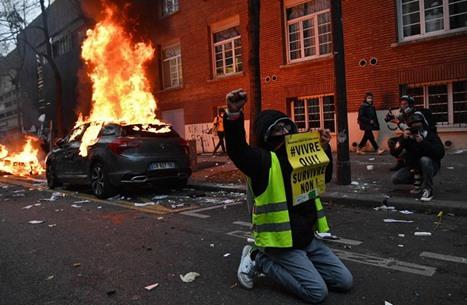 """قانون """"الأمن الشامل"""" يواصل إشعال شوارع باريس (شاهد)"""