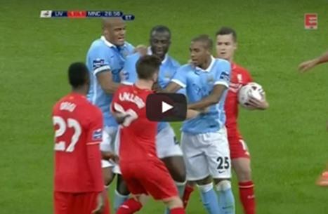 تعرف على شجارات لاعبي كرة قدم ينتمون للفريق نفسه (فيديو)