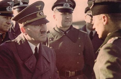 """بيع سلاح هتلر """"الأحمر"""" في مزاد علني.. تعرف عليه (صورة)"""