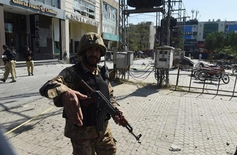 مقتل 8 بانفجار بمركز تجاري في لاهور شرق باكستان