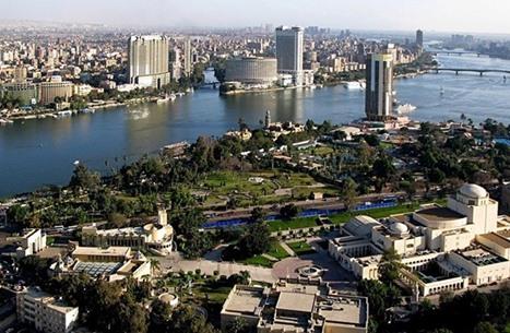 مصر تتحدث عن تعافي اقتصادها.. وخبراء: المستثمرون يهربون