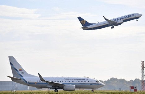 """""""إسرائيلي"""" يهدد بتفجير عبوة ناسفة في طائرة كولومبية"""