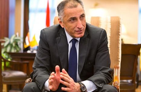 """""""نكتة"""" محافظ البنك المركزي بمصر تقوده للاستجواب"""