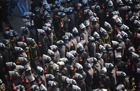 """كيف ساهمت الأنظمة العربية في صناعة """"الإرهاب""""؟"""