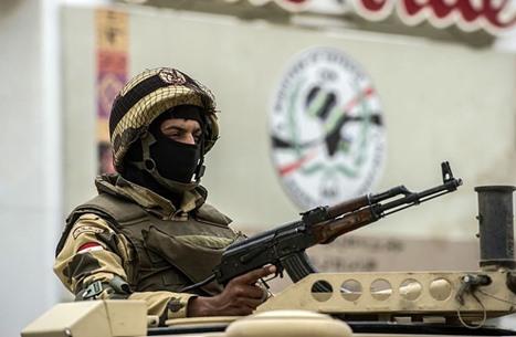 جندي مصري يتسبب بحالة ذعر كبيرة في تايلند (صور)