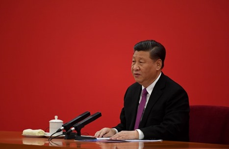 رئيس الصين ينحني لتكريم سيدة تقديرا لحدّها من الفقر (شاهد)