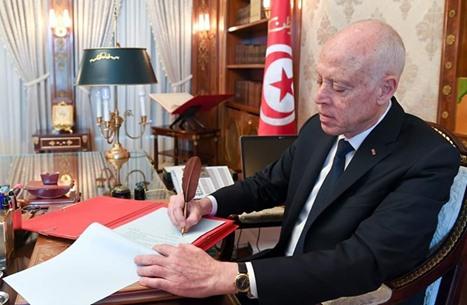 الرئيس التونسي يهاجم التعديل الوزاري.. ويشتكي عرقلة مبادراته