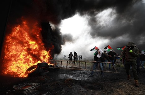 تحذير إسرائيلي: التطبيع قد يعيد الفلسطينيين للعمل المسلح