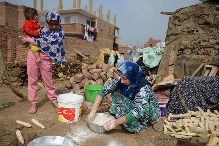 الخالة ثابتة وفرنها الطيني معجزة اقتصادية بسيطة - فرن  اقتصاد (4)