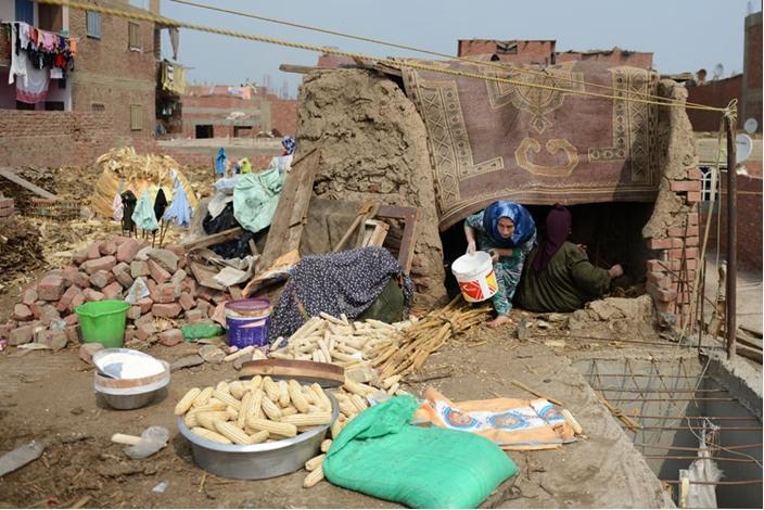 الخالة ثابتة وفرنها الطيني معجزة اقتصادية بسيطة - فرن  اقتصاد (5)