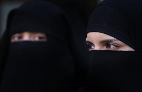 هل يلزم لبس الكمامة بوجود النقاب؟