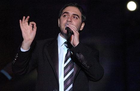 وائل جسار يغني لأمه في عيدها.. ويثير إعجاب الجمهور (فيديو)