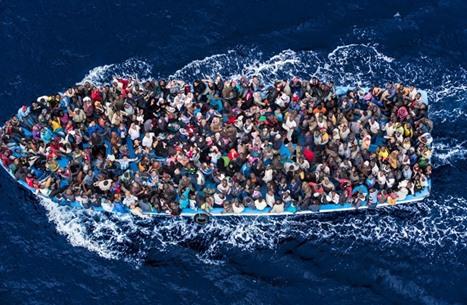السجن 10 سنوات لـ 56 مصريا لضلوعهم بغرق مركب مهاجرين