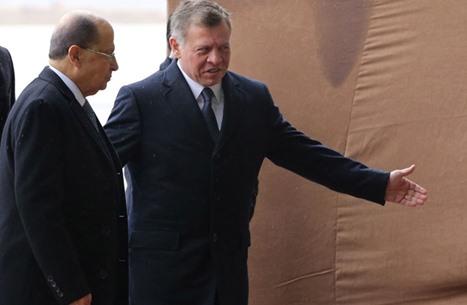 سقوط مؤلم لرئيس لبنان وملك الأردن ينتشله من الأرض (شاهد)