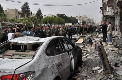 قتلى وجرحى بتفجير حافلة في حي موال للنظام بحمص