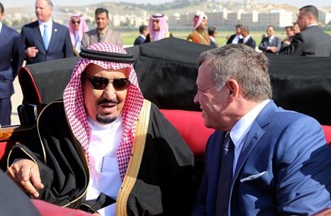 الملك سلمان يستدعي شاعرين أردنيين امتدحاه بقصيدة (شاهد)