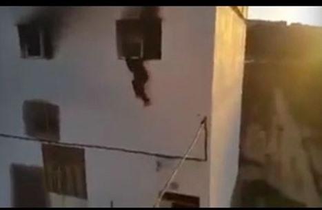 هكذا فر أمنيون مغاربة من حريق اندلع بمبناهم بالحسيمة (شاهد)