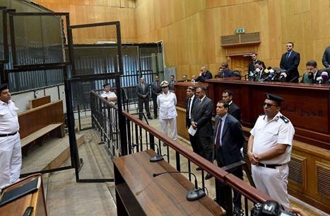 """مخالفات قانونية """"فجّة"""" تنسف أحكاما بالإعدام في مصر"""