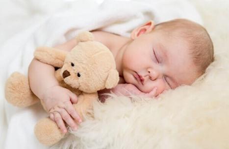 7 نصائح من علماء النفس تساعد أطفالك على النوم بمفردهم