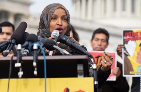 """رئيسة مجلس النواب الأمريكي تدعم التجديد لـ""""إلهان عمر"""""""