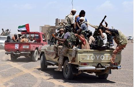 قوة تدعمها الإمارات تعتقل قادة بالمقاومة المناوئة للحوثيين