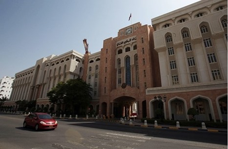 سلطنة عمان تفقد أكثر من ثلث إيراداتها بسبب كورونا والنفط