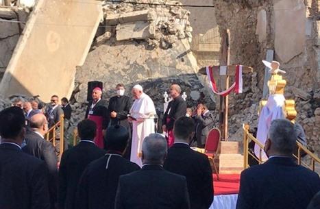 البابا فرانسيس يزور الموصل ويدعو المسيحيين للعودة إليها