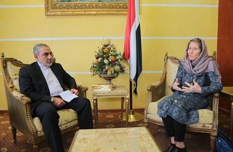 احتجاج يمني على لقاء الصليب الأحمر لدبلوماسي إيراني بصنعاء