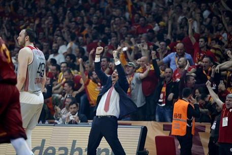 غلطة سراي التركي بطل كأس أوروبا بالسلة - 08- غلطة سراي التركي بطل كأس أوروبا بالسلة - الاناضول