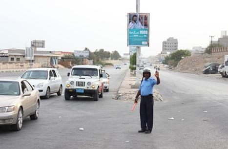 اتهامات متبادلة بين الحكومة وحاكم عدن.. بشأن ماذا؟