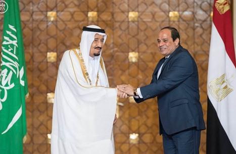 الملك سلمان يدعو السيسي لزيارة السعودية.. كيف كان رد الأخير؟