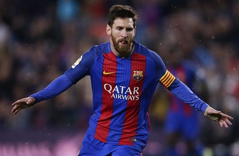 هل سيتأثر عقد ميسي مع برشلونة بما يحصل للفريق؟